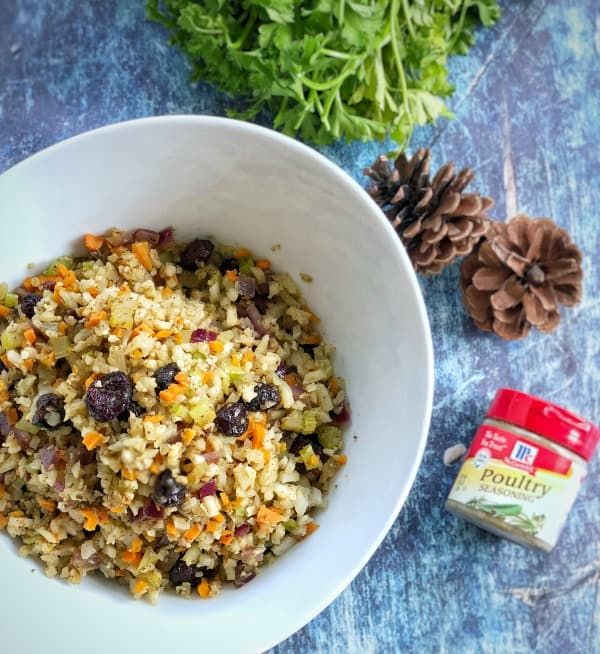 This rice cauliflower stuffing is a hit for those trying to make healthier choices during the holiday season. #whole30 #keto #glutenfree #paleo