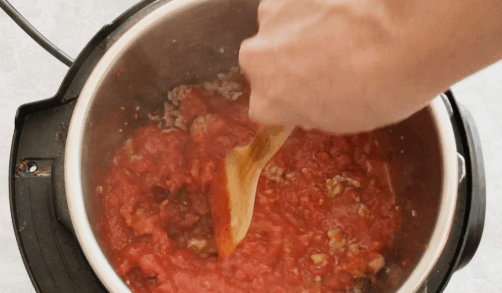 pasta sauce and meat in instant pot